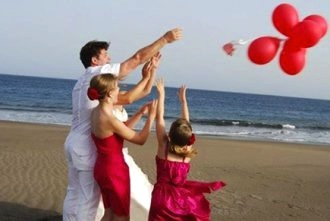 beach-balloon-wedding