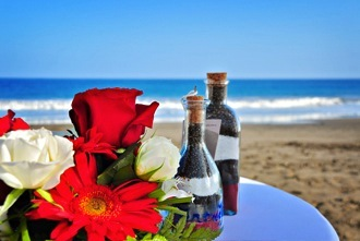 roses-on-beach-wedding