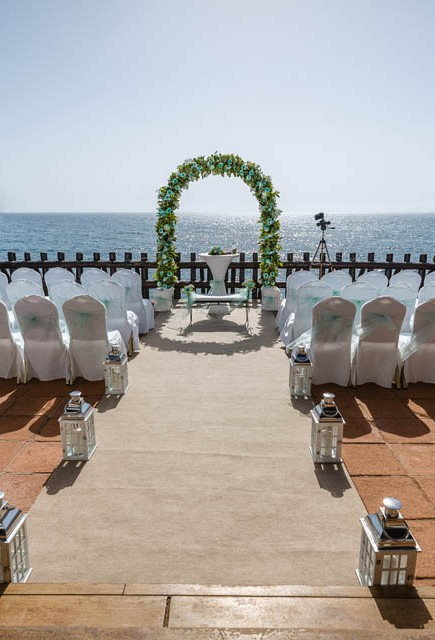our-top-venue-7-beach-wedding-on-a-beautiful-balcony (1)