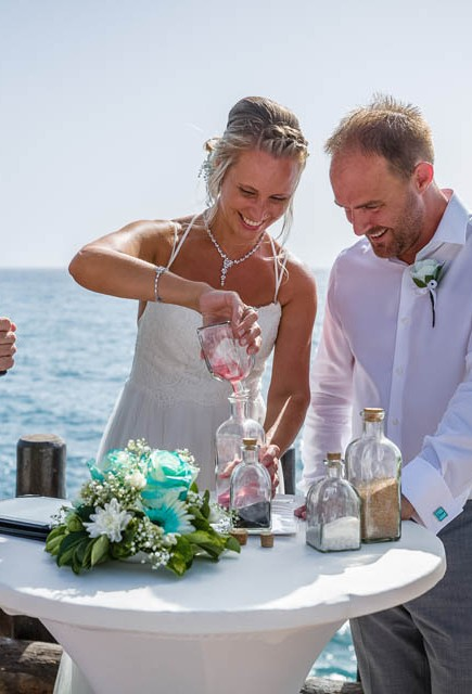 our-top-venue-7-beach-wedding-on-a-beautiful-balcony (10)