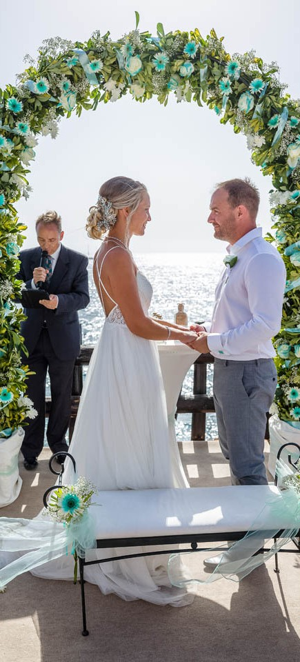our-top-venue-7-beach-wedding-on-a-beautiful-balcony (15)