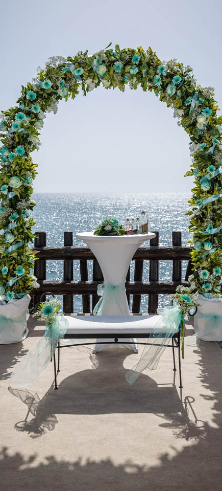 our-top-venue-7-beach-wedding-on-a-beautiful-balcony (2)