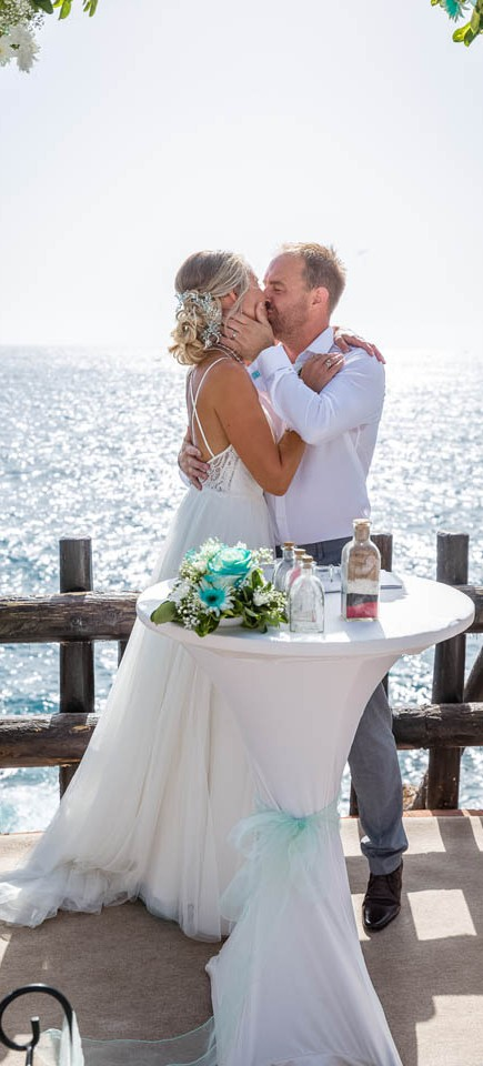 our-top-venue-7-beach-wedding-on-a-beautiful-balcony (20)