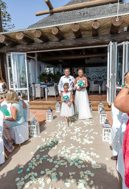 our-top-venue-7-beach-wedding-on-a-beautiful-balcony (4)