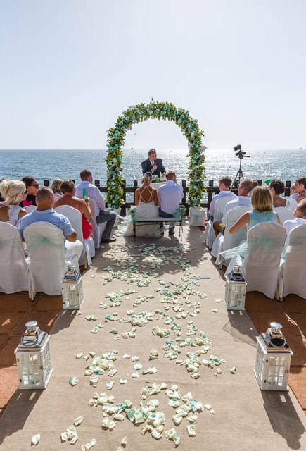 our-top-venue-7-beach-wedding-on-a-beautiful-balcony (6)