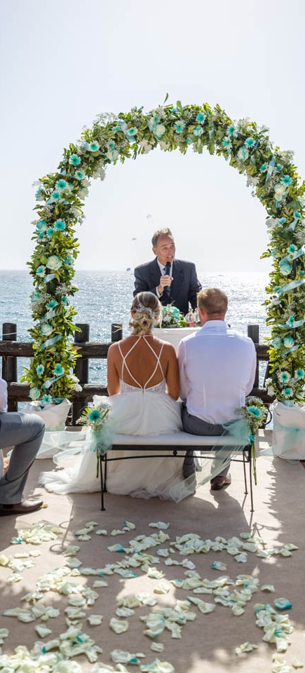 our-top-venue-7-beach-wedding-on-a-beautiful-balcony (7)