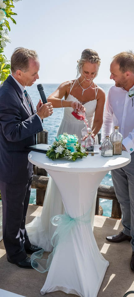 our-top-venue-7-beach-wedding-on-a-beautiful-balcony (8)