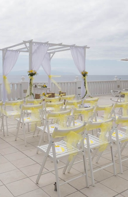 top-venue-10-wedding-with-yellow decoration-over-nice-and-wide-terrace (17)