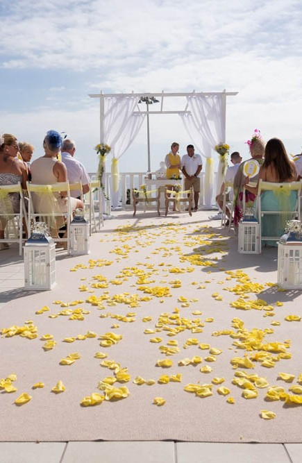top-venue-10-wedding-with-yellow decoration-over-nice-and-wide-terrace (26)