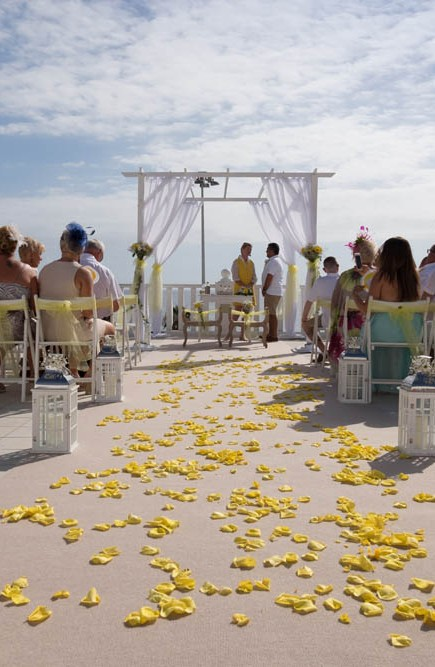 top-venue-10-wedding-with-yellow decoration-over-nice-and-wide-terrace (28)