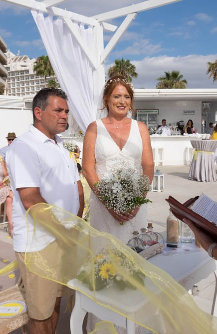 top-venue-10-wedding-with-yellow decoration-over-nice-and-wide-terrace (30)