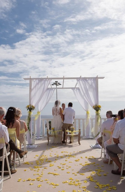 top-venue-10-wedding-with-yellow decoration-over-nice-and-wide-terrace (32)