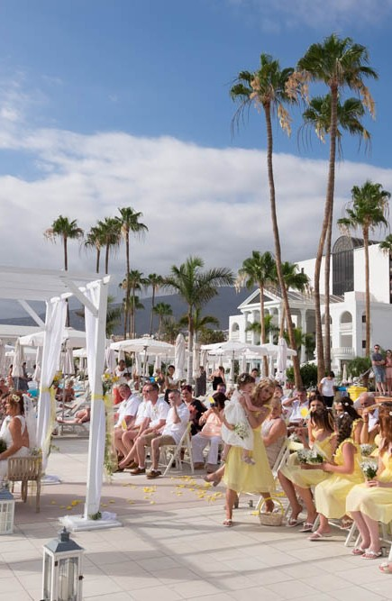 top-venue-10-wedding-with-yellow decoration-over-nice-and-wide-terrace (33)