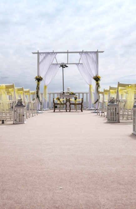 top-venue-10-wedding-with-yellow decoration-over-nice-and-wide-terrace (4)