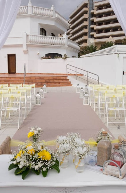 top-venue-10-wedding-with-yellow decoration-over-nice-and-wide-terrace (6)