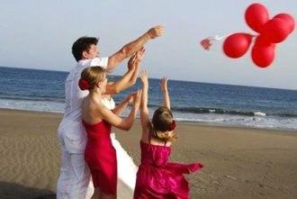 beach-balloon-wedding