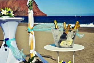 blue-champagne-beach-wedding